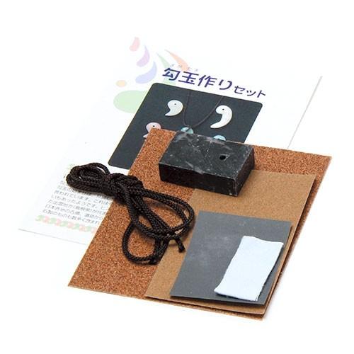 穴あき済勾玉作りセット 黒×ピンク(マーブル)